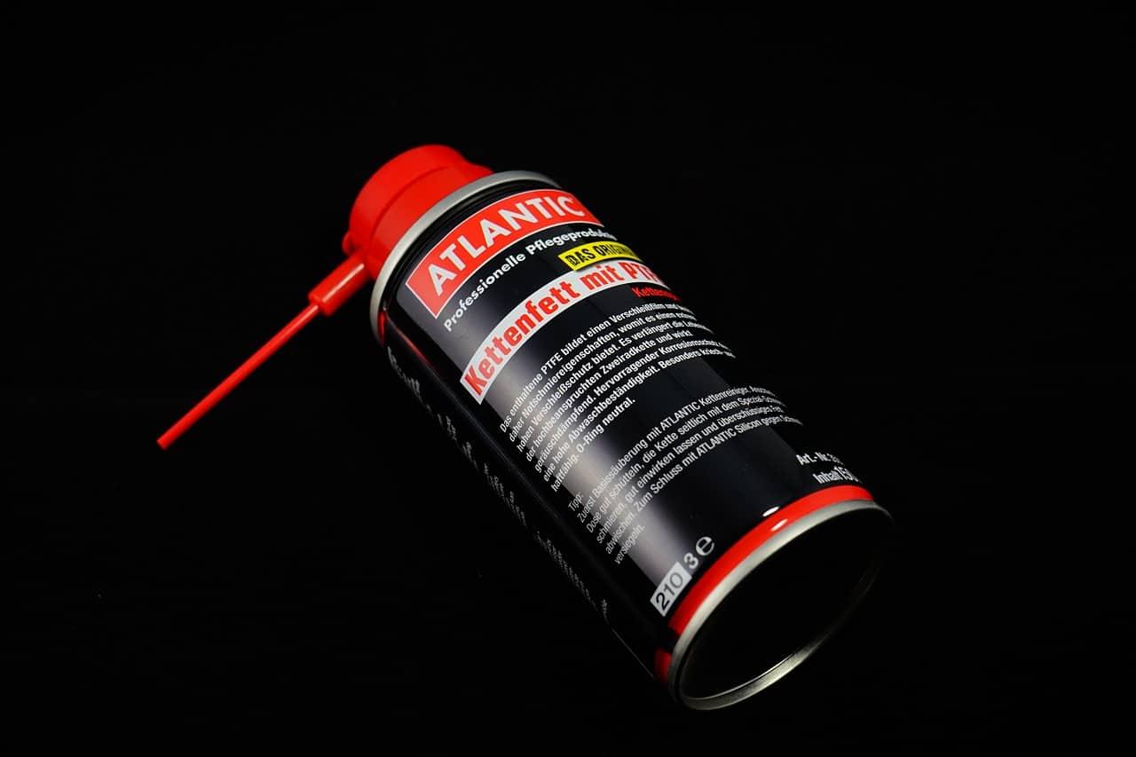 Červeno-čierna sprejová nádobka