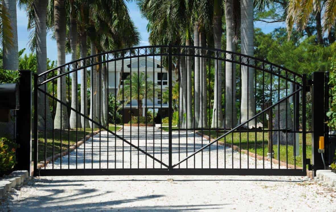 Jednoduchá údržba kovových záhradných brán